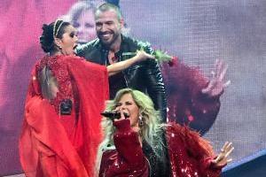 Rafael Amaya sorprende a Alejandra Guzmán y Gloria Trevi en concierto