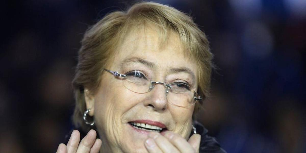 """Presidenta Bachelet festejó paso de la Roja a semis de la Confederaciones: """"Todo el país se ilusiona"""""""