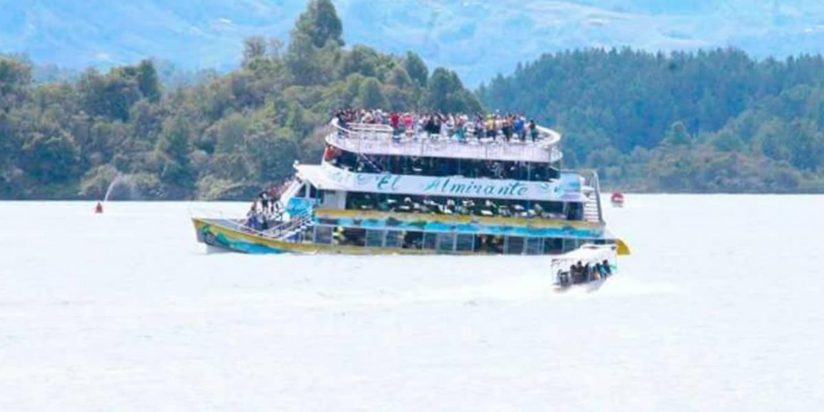 Video: Así se hundió el barco con turistas en la represa de Guatapé