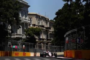 VIDEO: 'Checo' Pérez choca y se retira del GP de Azerbaiyán