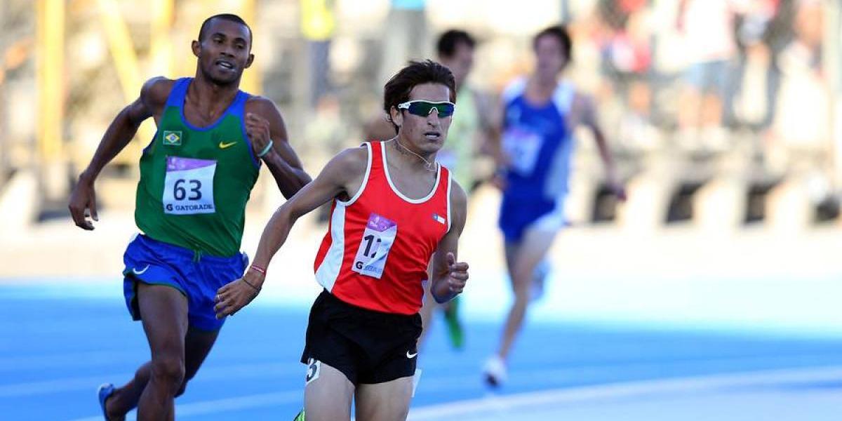 Víctor Aravena gana los 5.000 metros en Sudamericano de atletismo y clasificó al Mundial