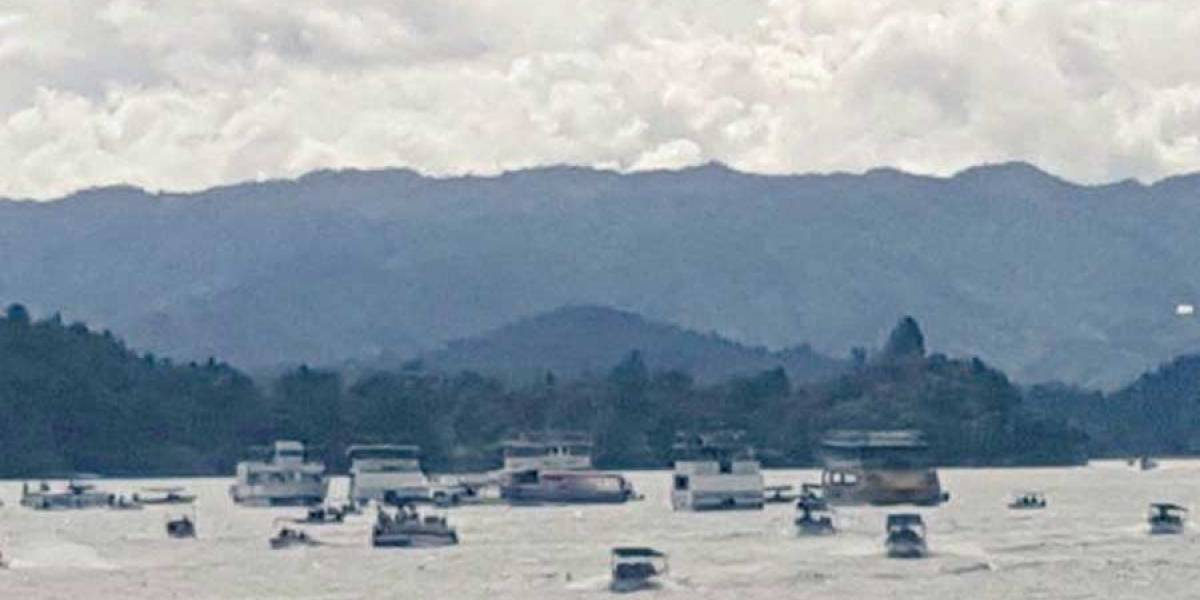 VIDEO. Embarcación se hunde en Antioquia, Colombia, con al menos 150 pasajeros