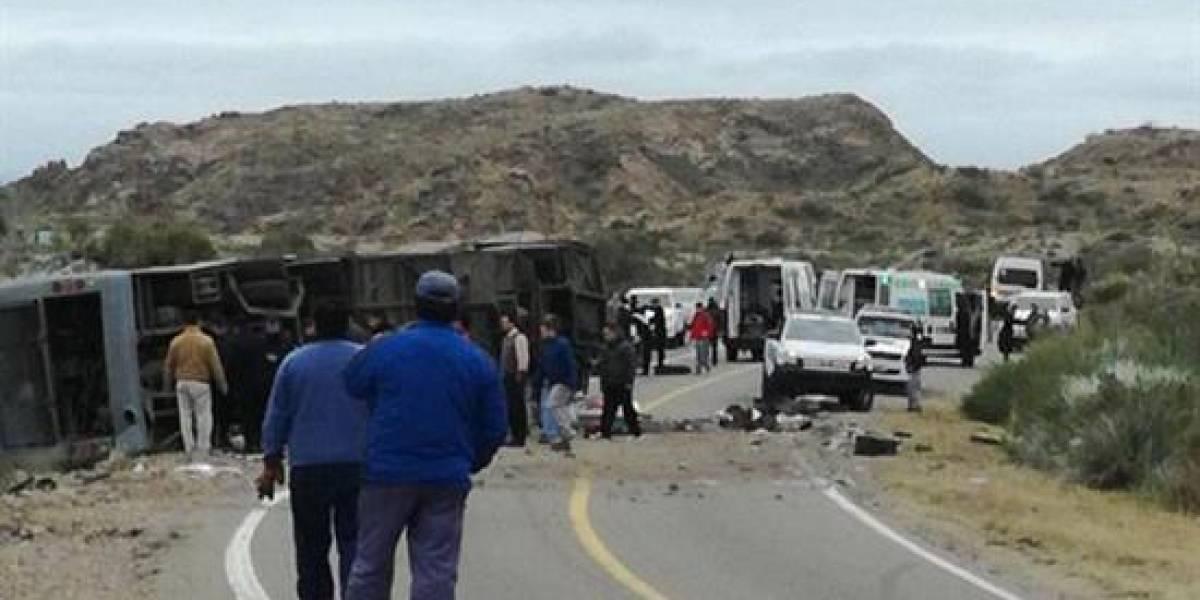 Volcamiento de bus en Argentina deja 15 víctimas fatales