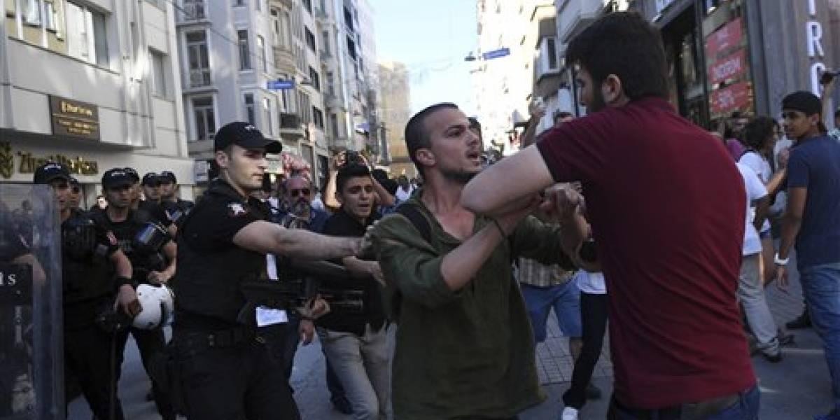Detienen a 44 personas en marcha pro-LGTB en Turquía