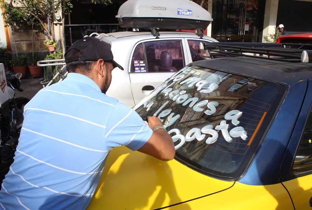 Uber inicia operación en Vallarta pese a oposición del Gobierno