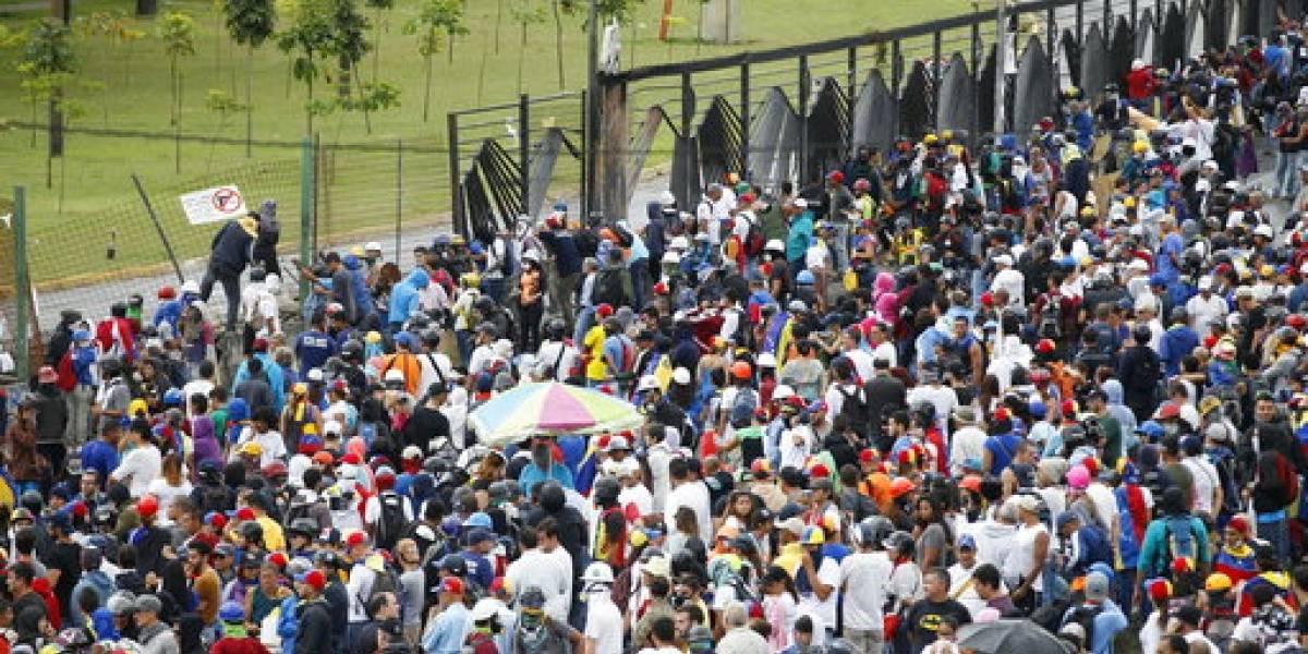 Denuncian agresiones contra periodistas en manifestaciones de Venezuela