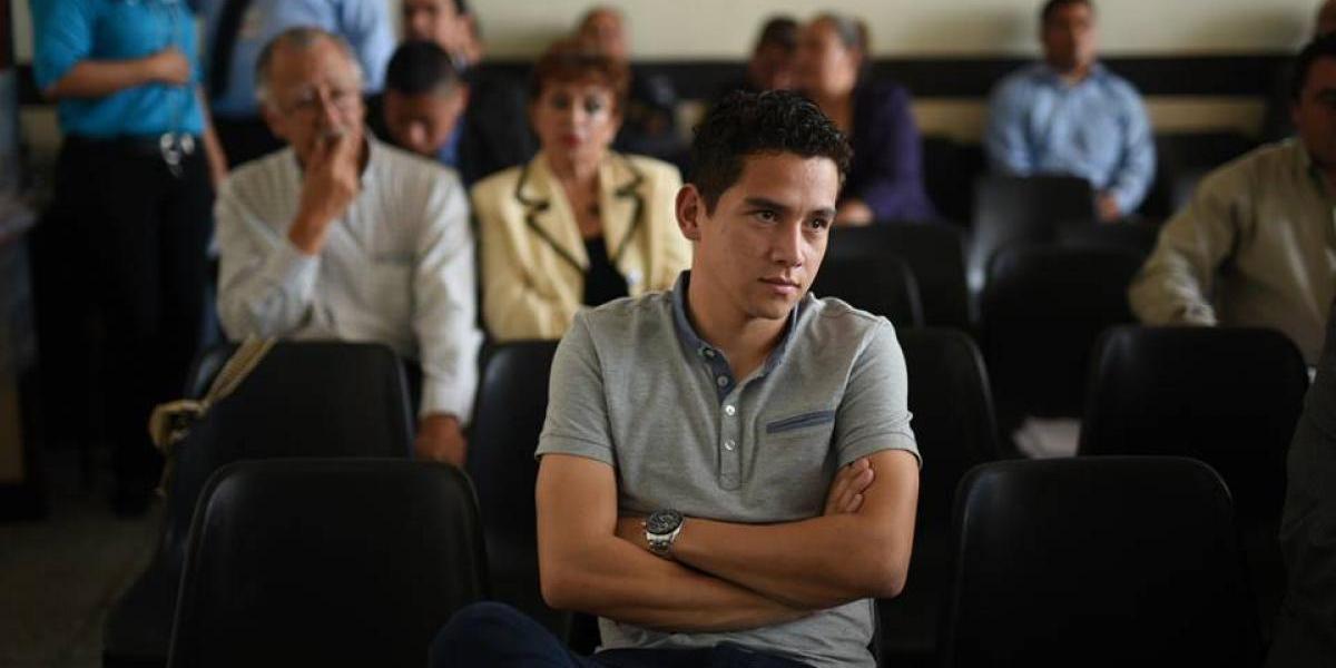 Juez llama la atención al hijo del presidente por salir sin permiso de la sala de audiencias