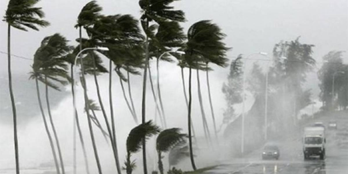 """Protección Civil ordena cierre a la navegación en Michoacán por paso de huracán """"Dora"""""""