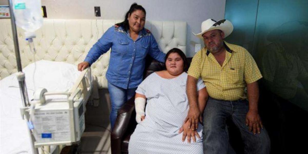 """La """"niña más obesa"""" de México logra celebrar sus 15 años luego de bajar 195lbs"""