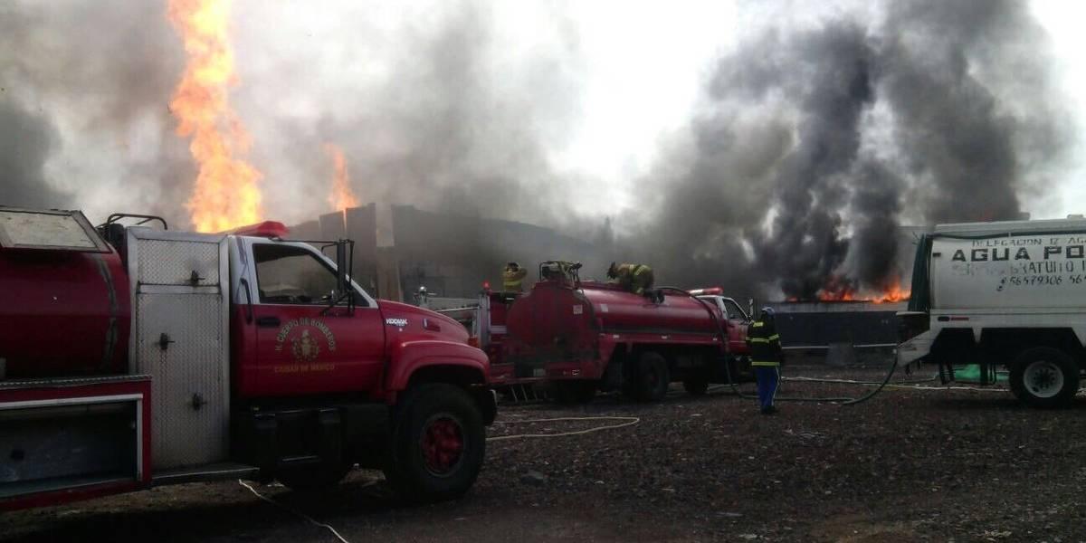 Se incendia fábrica de vinos en Iztacalco