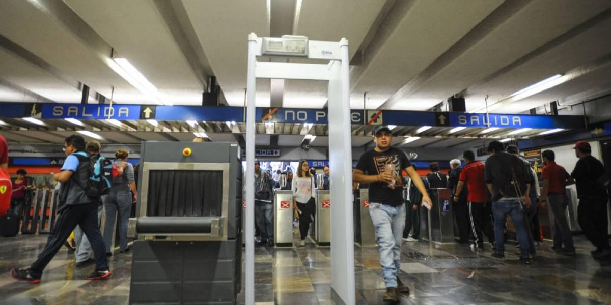 Obsoletos y sin refacciones, arcos de seguridad del Metro
