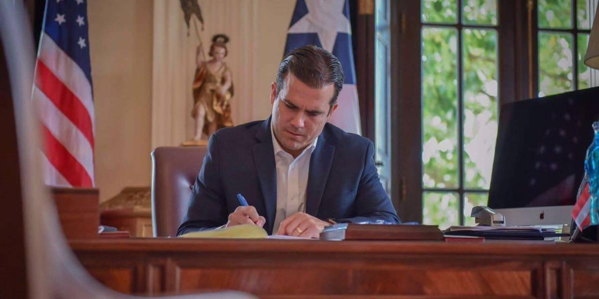 Gobernador firma ley para crear nueva Junta para AEE