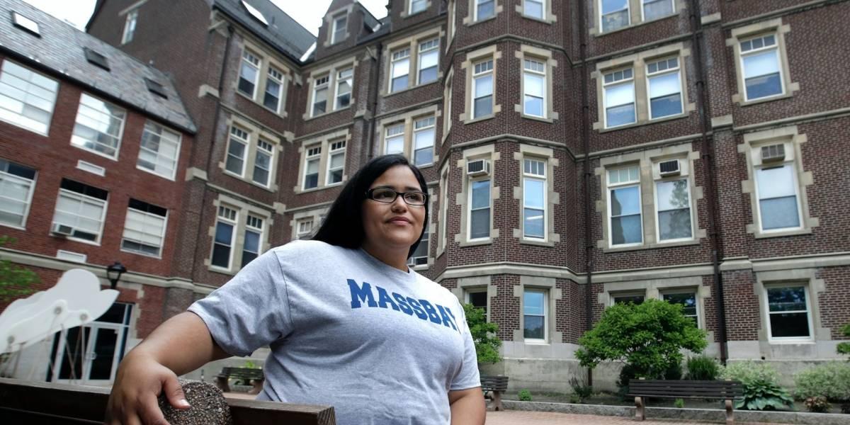 Estudiantes de EE.UU. timados aún esperan alivio económico