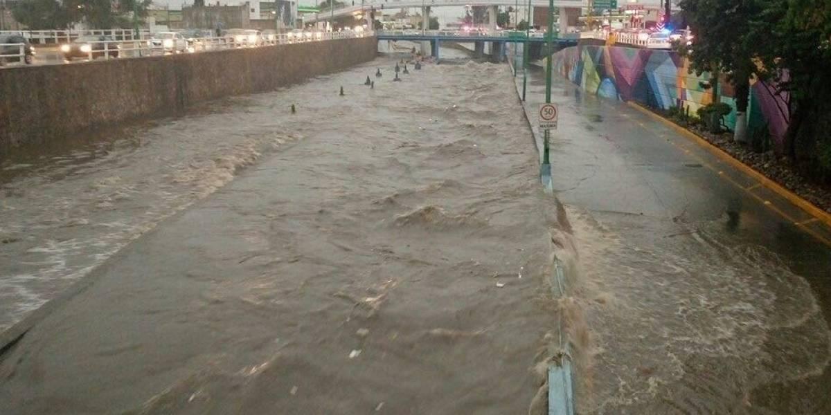Lluvia desborda Malecón del Río en León, Guanajuato