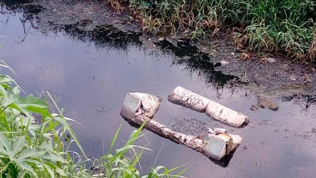 En los ríos y drenes de la ciudad han sido encontrados hasta sillones cortesía