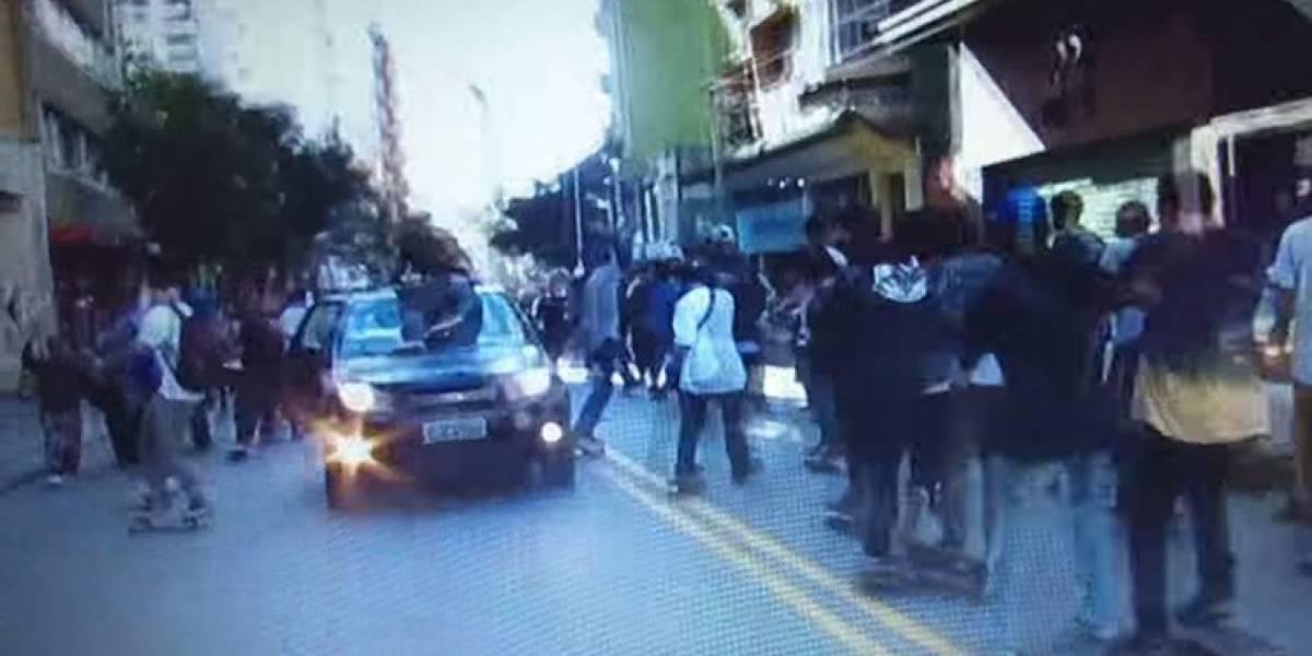 VIDEO. Vehículo atropella a varios patinadores en Brasil