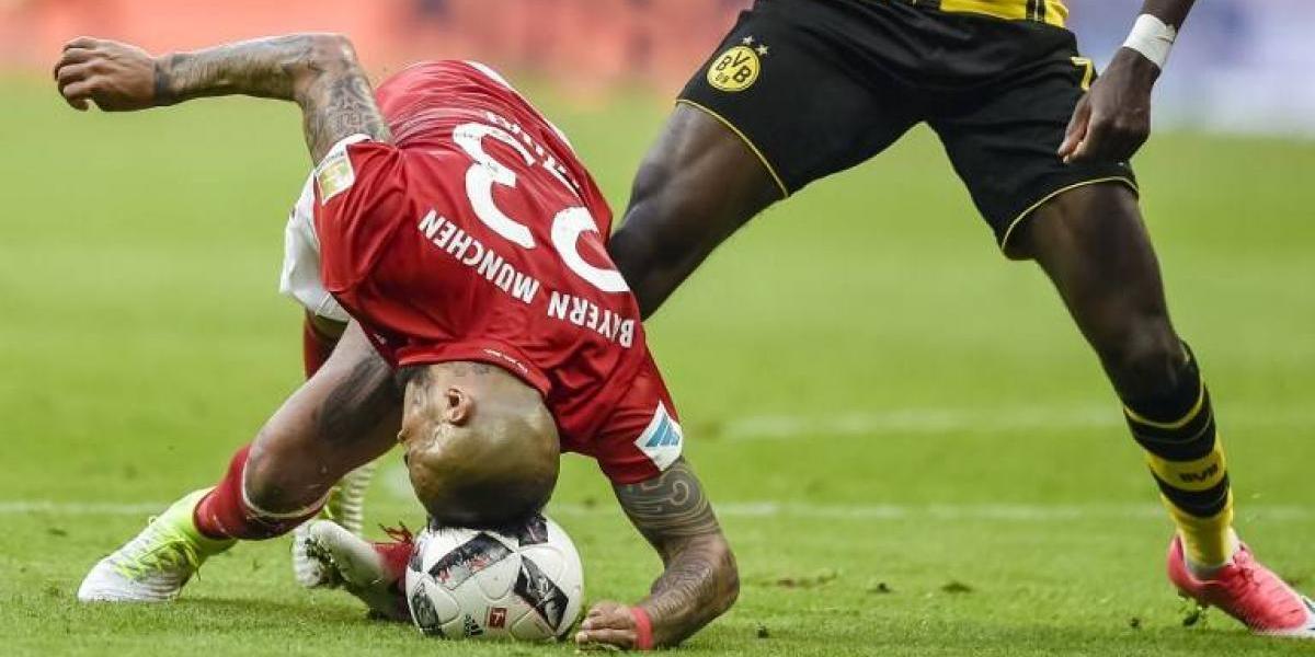 La notable trancada de Vidal con la cabeza fue la jugada defensiva del año en Alemania