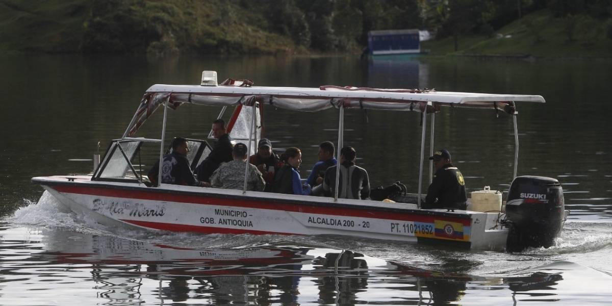 Video: Así fue como lancheros sacaron a personas del agua tras naufragio de barco en Guatapé