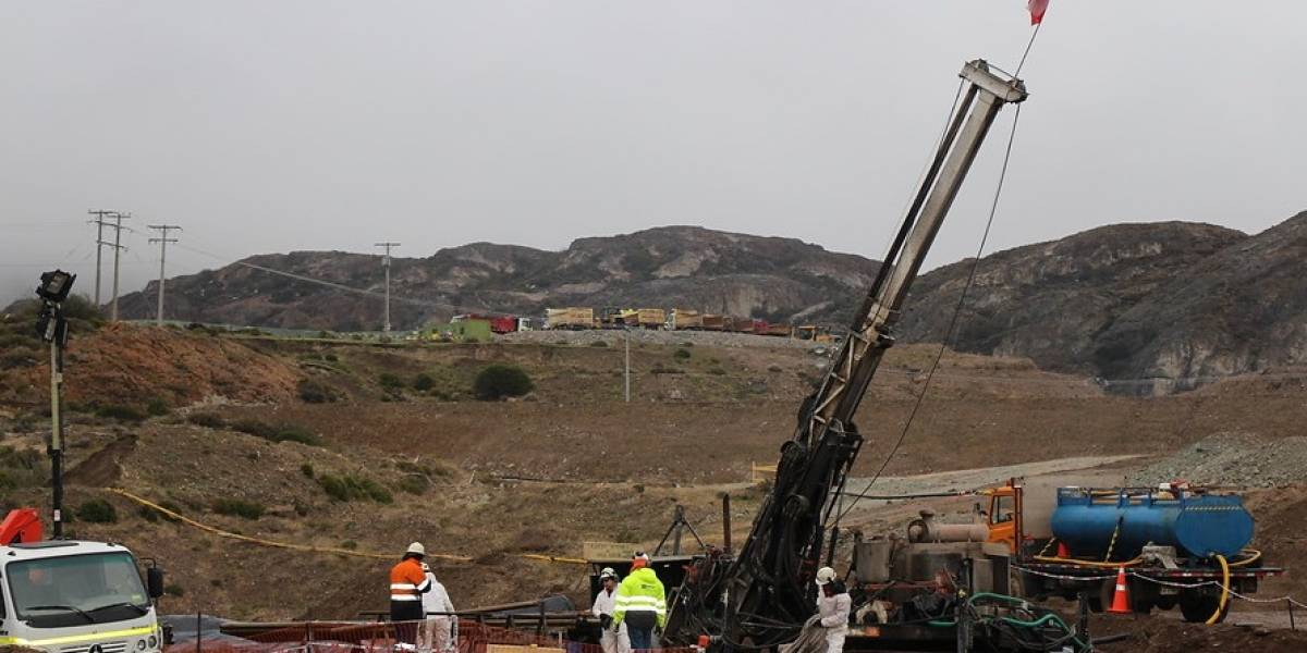 """Minera Cerro Bayo asegura que """"no existe posibilidad de encontrar con vida"""" a mineros en Aysén"""
