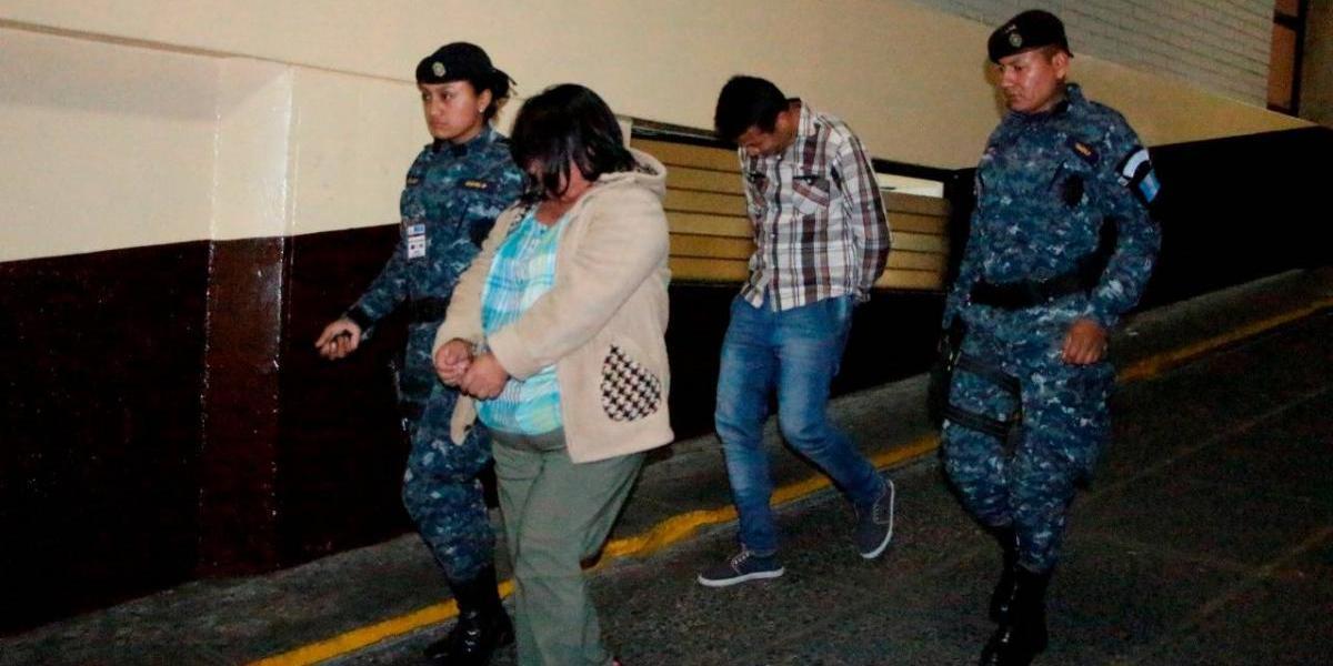 Detenidos llevaban droga oculta en dulces típicos
