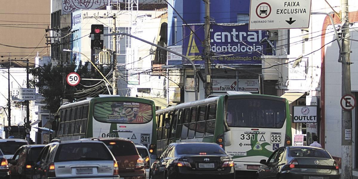 Multa por trafegar em faixa exclusiva cresce cinco vezes em Campinas