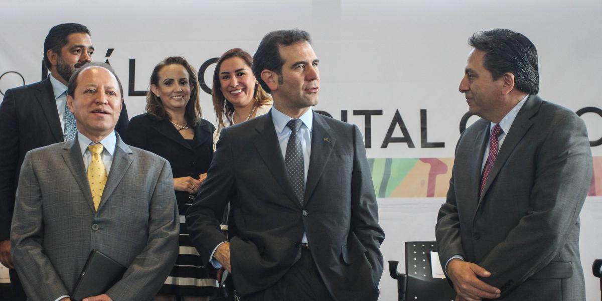INE aprueba regular la aparición de líderes de partidos en spots