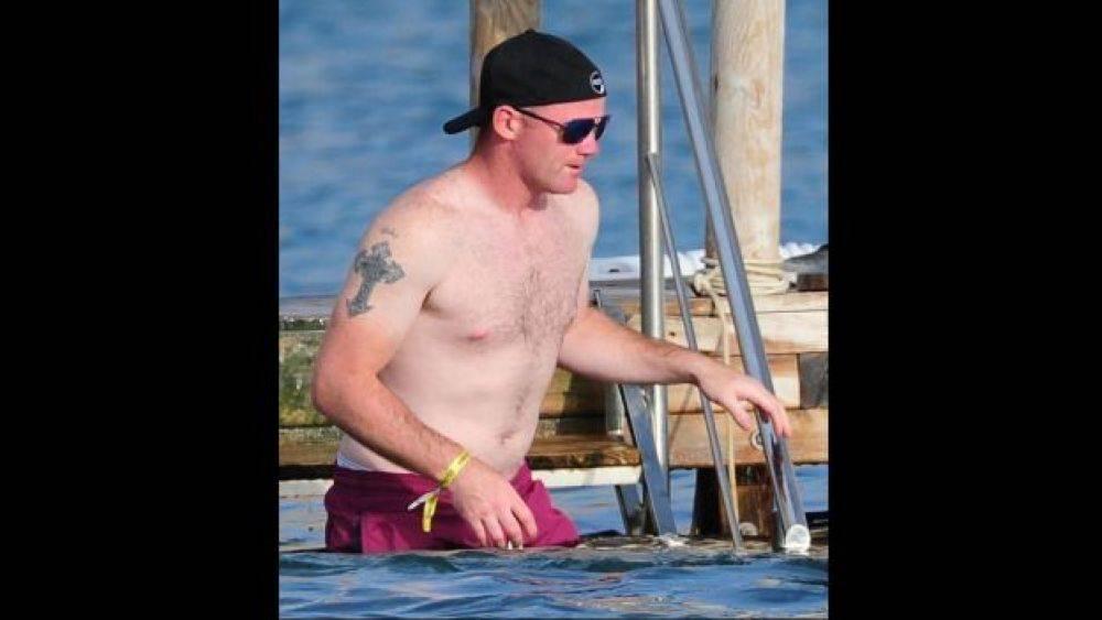 Las fotos de Rooney en Ibiza indignan a la afición del United