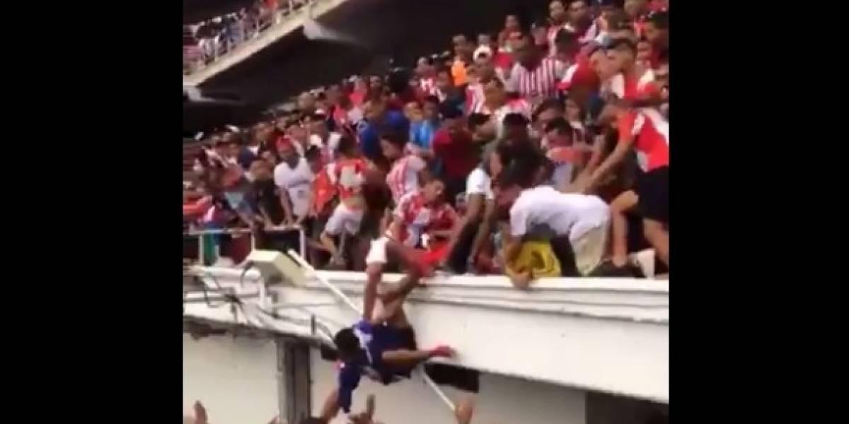 Ex jugador de Cruz Azul llega a nuevo equipo y aficionados salieron heridos