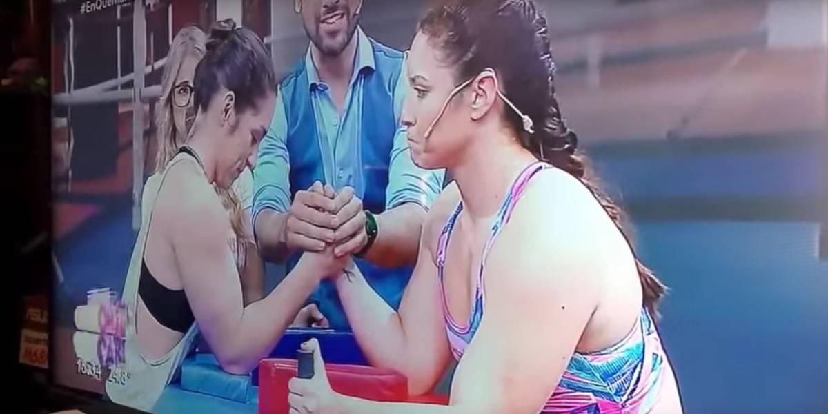 (Video) Mujer le rompe el brazo a otra mientras jugaban vencidas en programa de TV