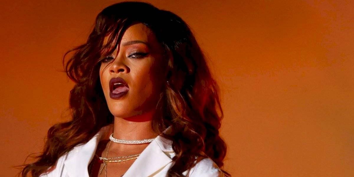 """Rihanna se enoja con Trump: """"¡Imagina un mundo donde es más fácil obtener una AK-47 que una visa!"""""""