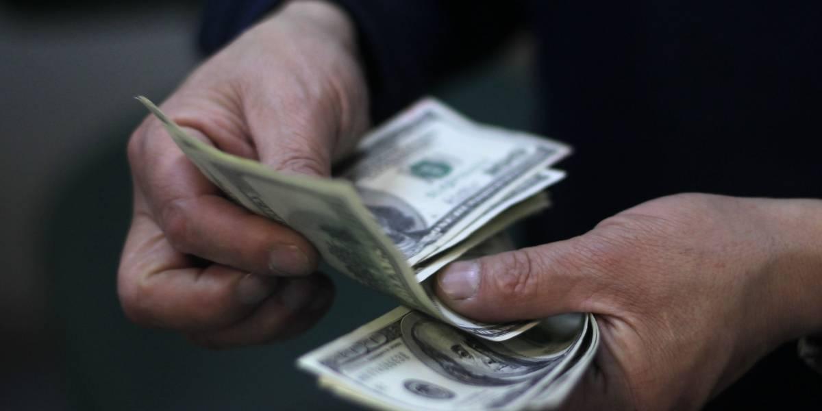 Operadores financieros esperan que dólar se sitúe en los $665 en los próximos meses