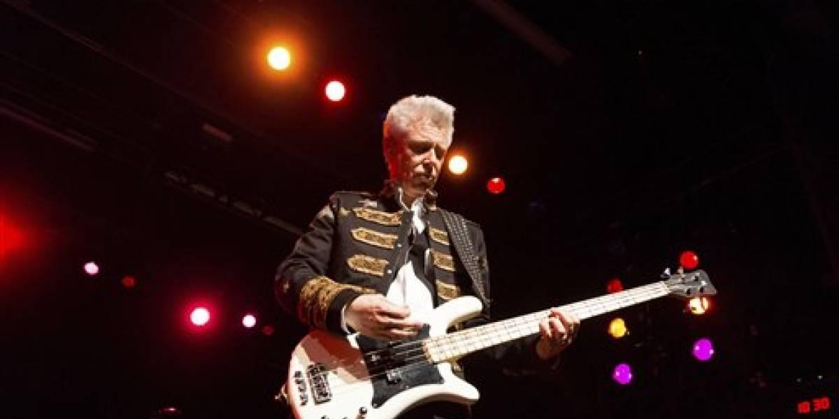 Bajista de U2 agradece a banda por ayudarlo con adicción