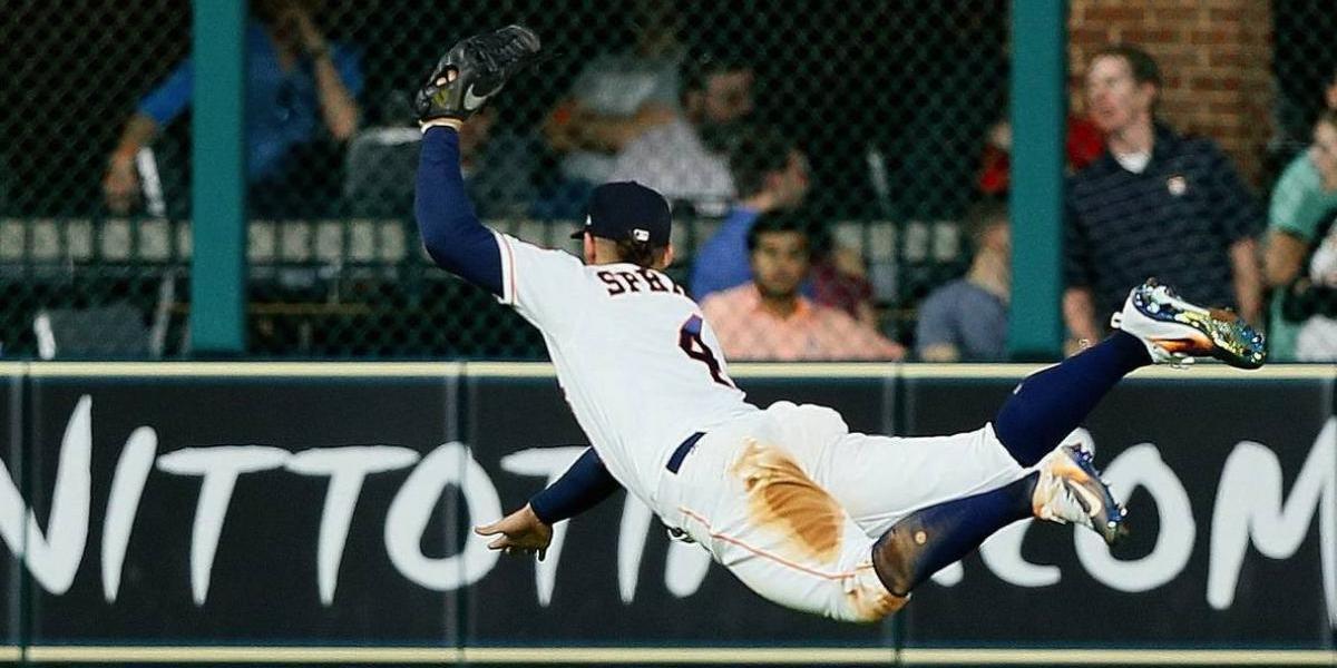 VIDEO: Jugador de la MLB realiza impresionante atrapada