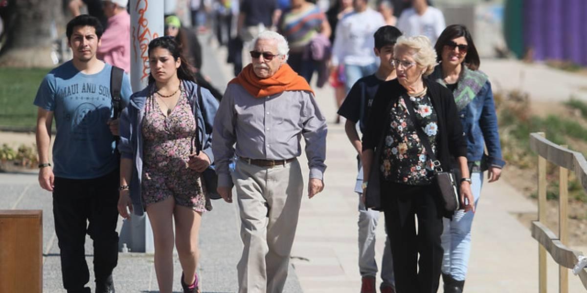 Expertos analizan propuesta del papa: ¿acortar jornada laboral de mayores para darle empleo a jóvenes?