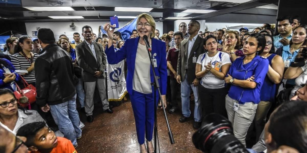 Corte Suprema de Venezuela fija audiencia con fiscal general y le prohíbe salir del país