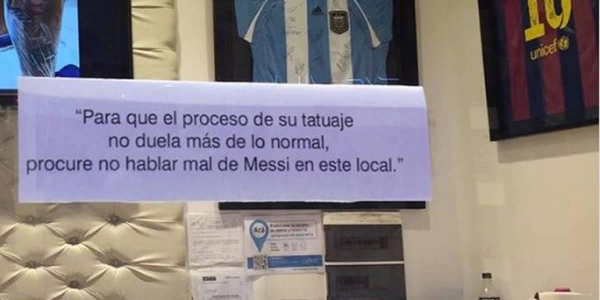 """Tatuador """"oficial"""" de Messi advierte que tendrán más dolor los clientes que hablen mal del atacante"""
