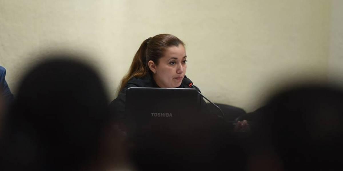 Entre lágrimas, sindicada en caso Hogar Seguro declara acerca del incendio