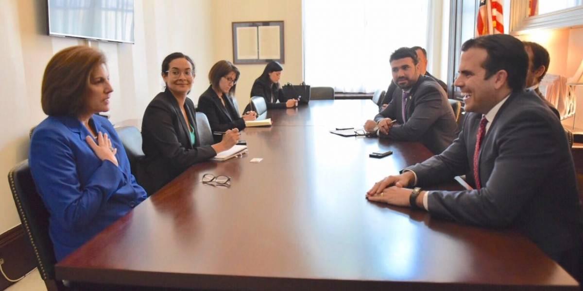 Rosselló se reúne con la primera hispana electa al Senado federal