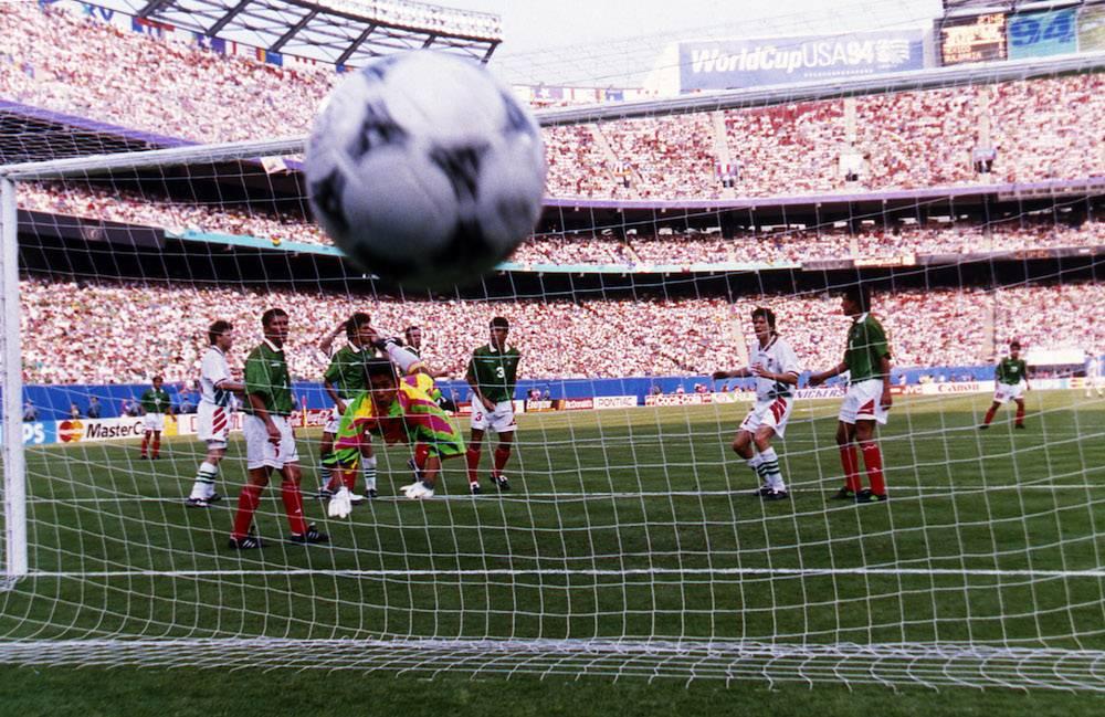 MUNDIAL ESTADOS UNIDOS 1994, MÉXICO VS BULGARIA: En el Mundial de Estados Unidos, y después de haber hecho una gran fase de grupos, México enfrentó a Bulgaria en los octavos de final. Después de ir abajo en el marcador, los verdes pudieron venir de atrás, empatar y enviar la serie al alargue, y luego a los fatídicos penales. Ahí, hombres clave como Alberto García Aspe y Marcelino Bernal, fallaron sus disparos y los europeos avanzaron a la siguiente fase. En ese encuentro Hugo Sánchez nunca entró al partido por decisión del entrenador Miguel Mejía Barón. Mexsport
