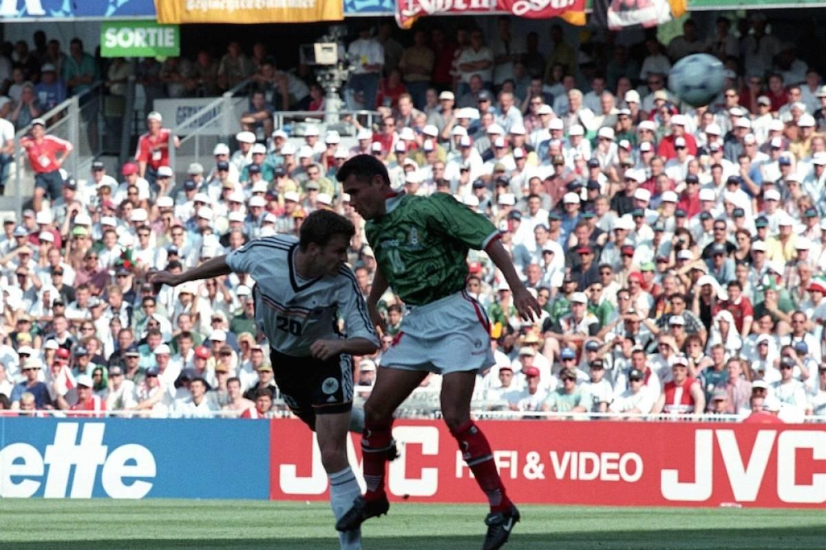 MUNDIAL FRANCIA 1998, MÉXICO VS ALEMANIA: Nuevamente México clasificó a los octavos de la justa de Francia 1998 donde se toparon con Alemania. México tuvo en la lona a los alemanes al irse al frente en el marcador con una gran gol de Luis Hernández, quien luego falló un segundo de forma increíble. En el segundo tiempo bastaron dos chispazos alemanes para darle la vuelta al marcador y dejar fuera al Tri. Mexsport