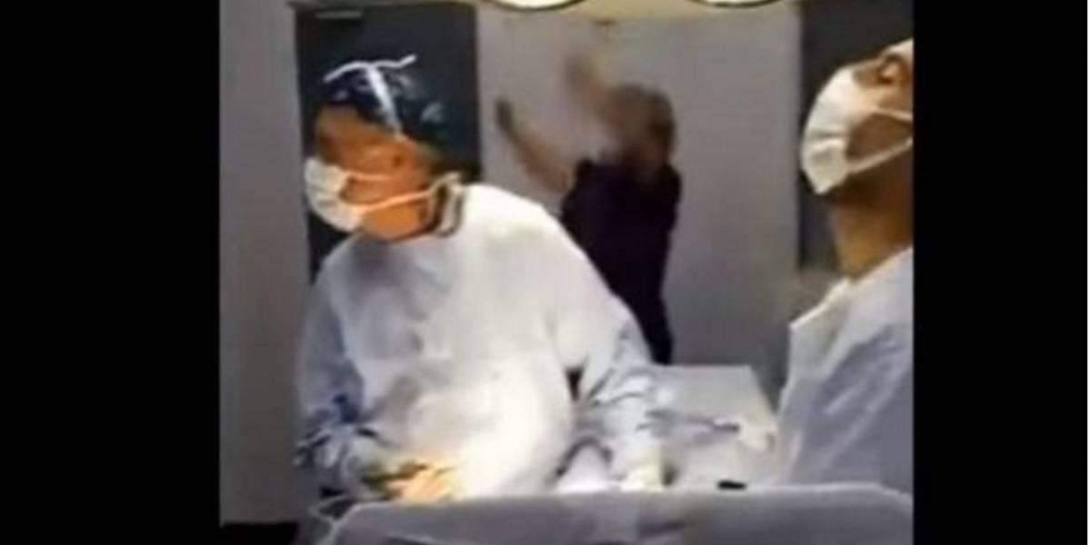 Cirujanos se distraen por ver los penales de Chile vs Portugal