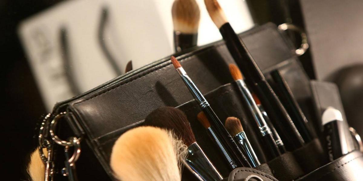 Brochas que nunca deben faltarte para lucir un maquillaje perfecto