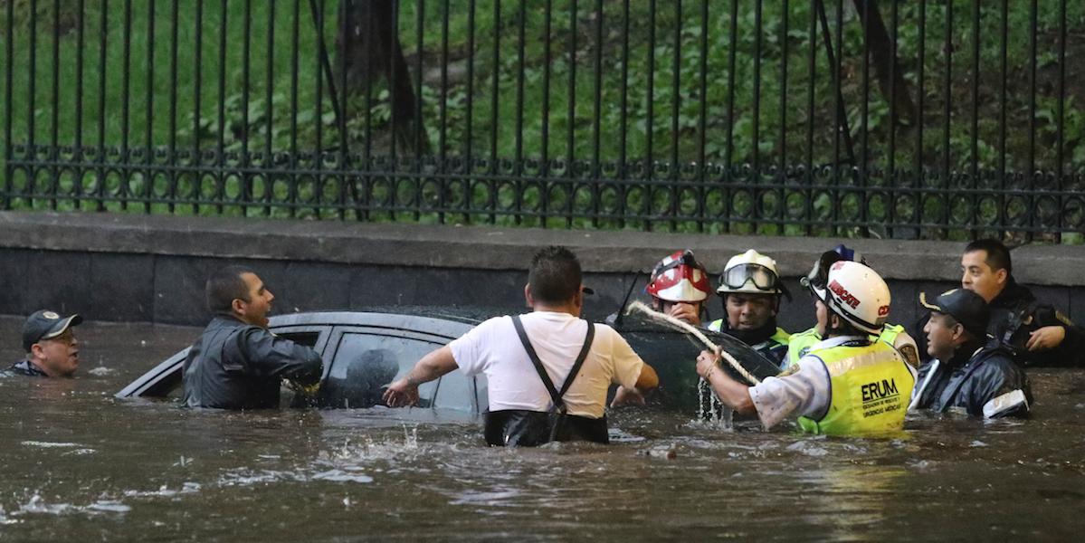 Hasta 160 mil pesos, daño por auto afectado durante inundaciones en CDMX