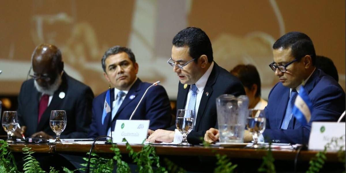 """Morales dice en la cumbre del Sica que está """"orgulloso"""" de la unión aduanera con Honduras"""