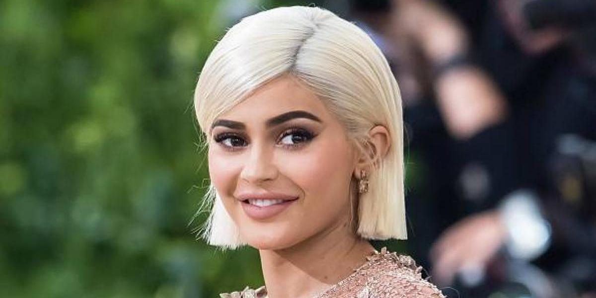 Kylie Jenner cambia totalmente de look para una campaña de lentes