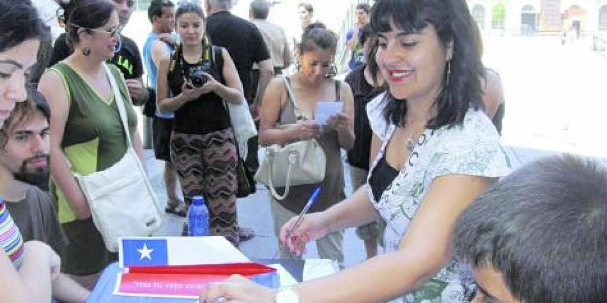 Primarias: chilenos hacen patria y votan por primera vez en el extranjero
