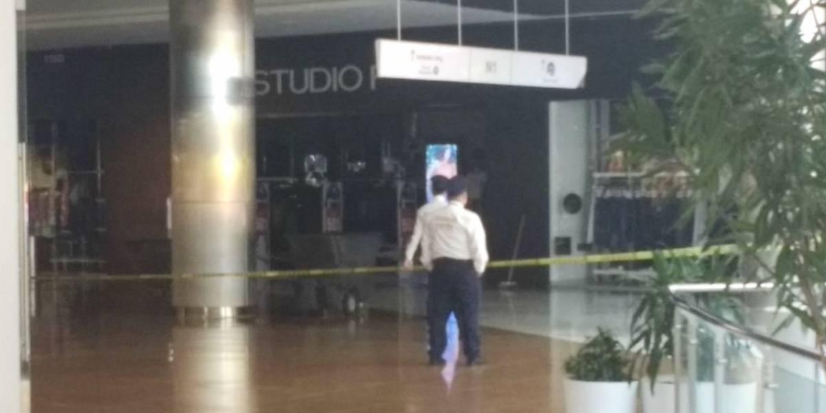 Se cayó techo de tienda Studio F en el Centro Comercial Viva