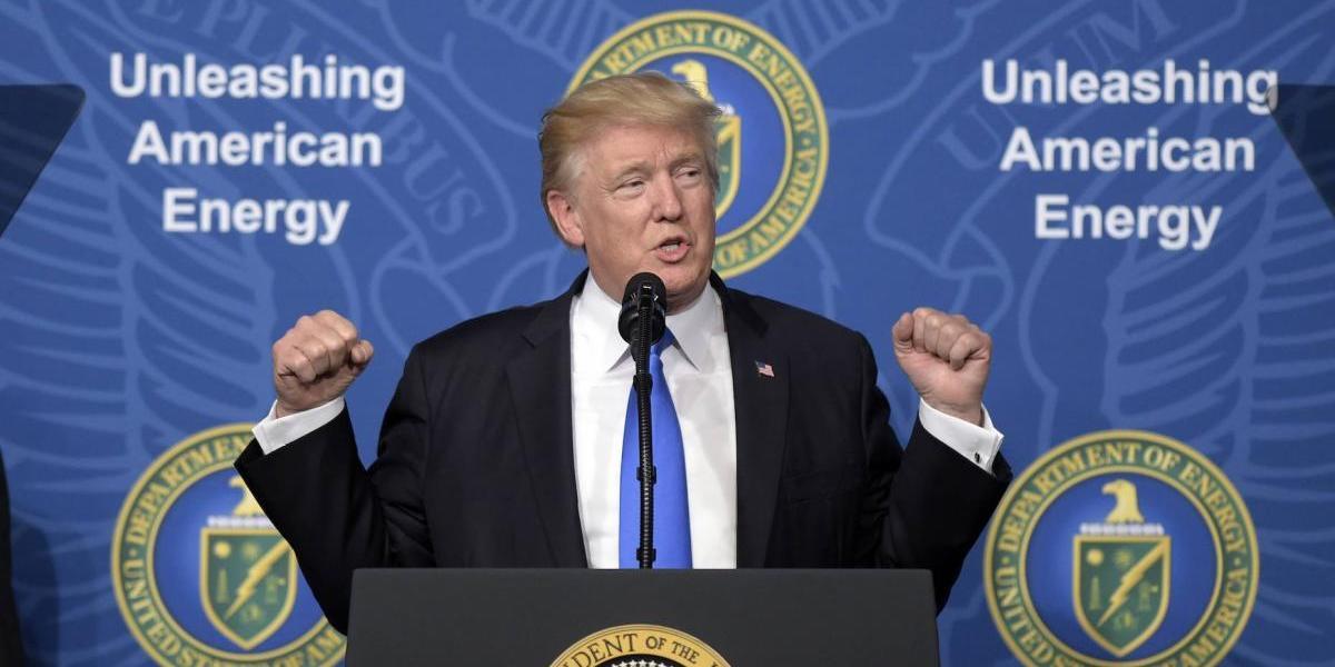 """Trump anuncia construcción de oleoducto hacia México: """"Irá debajo del muro"""""""
