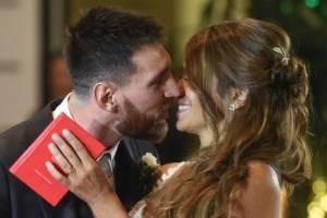 Beso Messi y Antonela