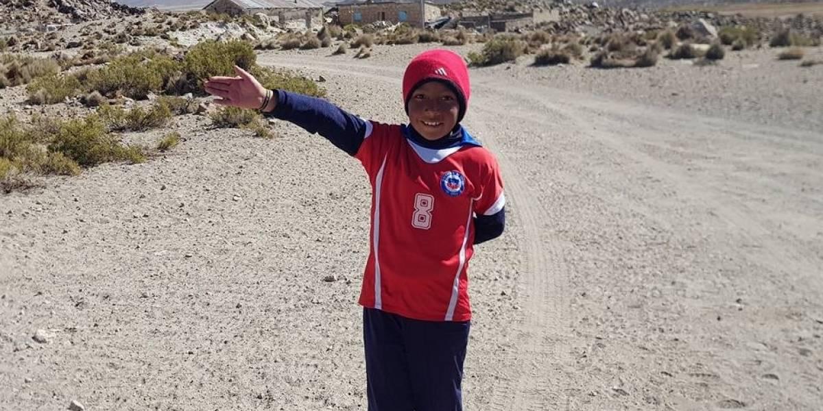 De uno de los lugares más lejanos de Chile: la historia del hincha más anónimo de la Roja que sueña con conocer a Alexis Sánchez